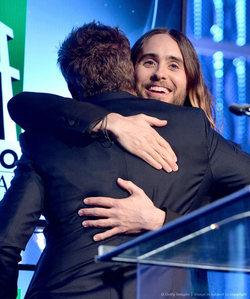 Jared hugging RDJ<3