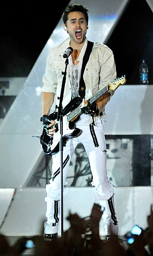 Jared the rocker in white<3