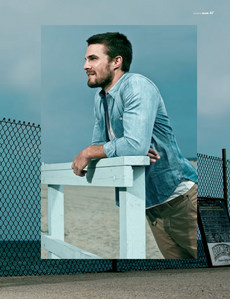 Stephen Amell anda delicious man!