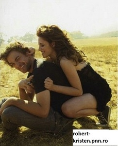 Kristen playing with Robert's ear during their 2008 VF photoshoot<3