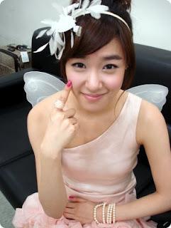 berwarna merah muda, merah muda :D