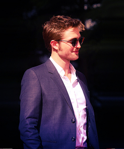 my Robert suave from the side<3