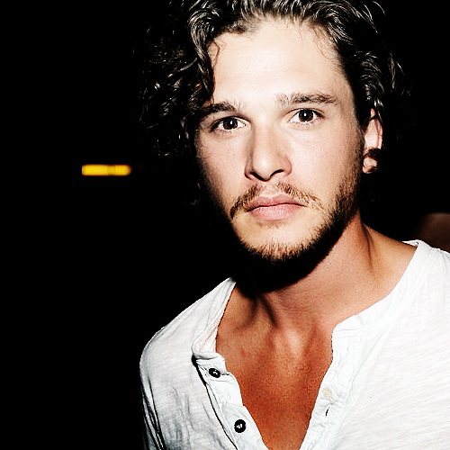 my haut, retour au début guy from GOT: Kit Harington ♥