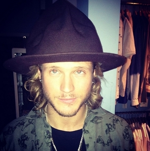 I really 愛 Dougie with long hair!