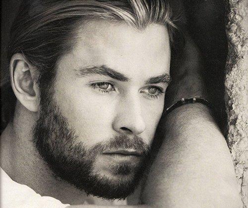 Chris Hemsworth with stubble<3