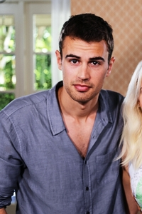 the tantalizing and tempting Theo James<3