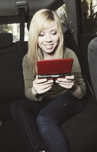 I think Jennette is very pretty and nice !! She is a very strong girl, respectful and once again beautiful ...... She has an amazing smile, hair, style and is very hard-working and talented!! I will love her forever ♥