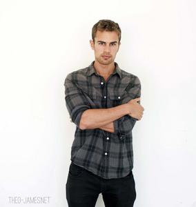 my sexy Divergent man<3