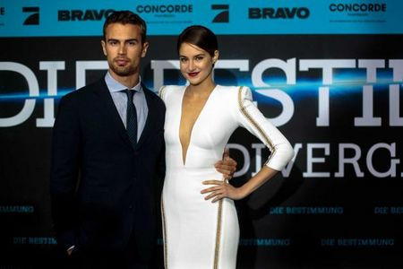 my sexy tall Theo with his Divergent leading lady Shailene<3