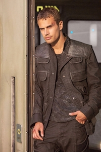 my hot Divergent babe against a building<3