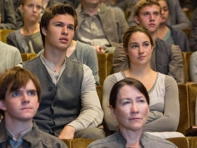 Abnegation outfits! So Ansel and a whole lot of other people in grey :P