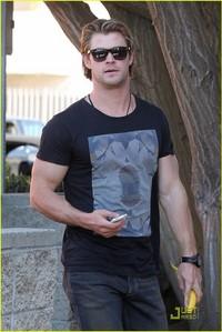 Chris Hemsworth wearing a shirt<3