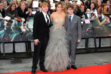 Daniel Radcliffe,seen with his HP castmates Rupert and Emma,is 5'5""