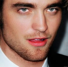 a gorgeous closeup of my sexy Robert<3