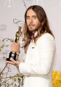 Jared looking proud of his Oscar winning role and he has every reason to be<3