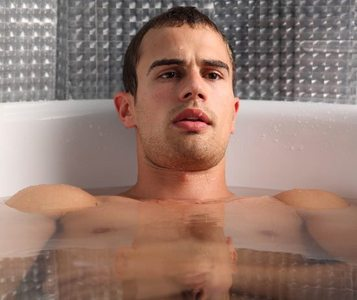 Theo in a tub...now that's hot.It's soooooo hot I need to take a cold shower<3
