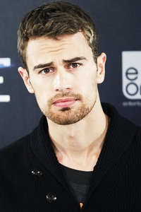 Theo's sexy eyes should come with a warning<3