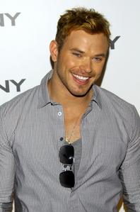 Kellan's beautiful teeth<3
