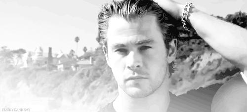 my Aussie hottie Chris Hemsworth was on ہوم and Away<3