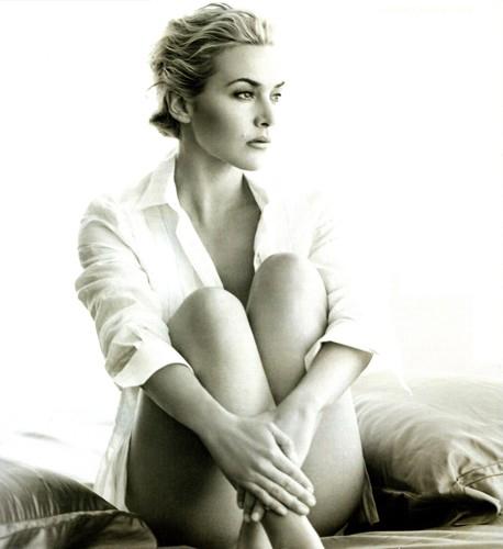 Kate Winslet sings