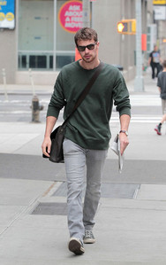 someone as hot as him should not be walking alone<3