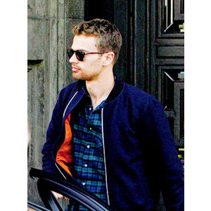 my sexylicious Theo looking to his right<3