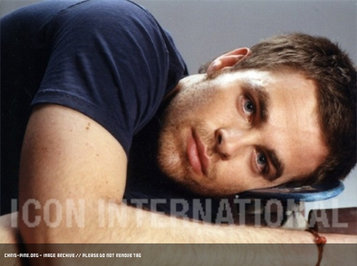 Chris Показ his handsome face<3