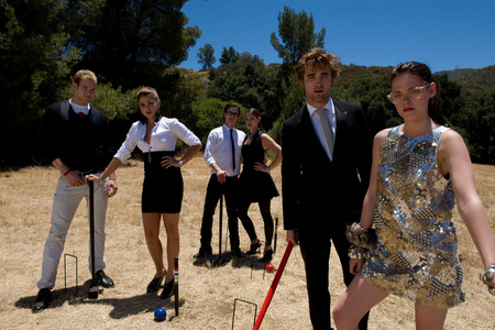Robert with Kristen,Kellan,Nikki,Jackson and Ashley doing a photoshoot<3