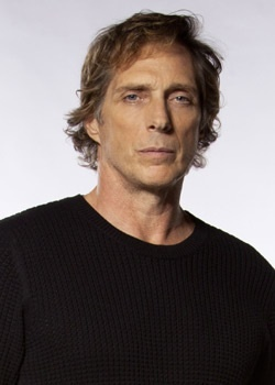 William FICHTNER. I don't just have a crush on him. I'm in 愛 with william FICHTNER.