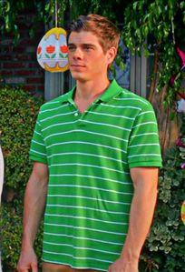 Matthew wearing a camisa, camiseta <3333333