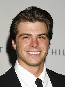 Matthew wearing a tie <3333333