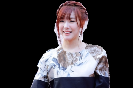 im a yoonaddict but 2 be true i think tifanny has a pretty smile...^ ^