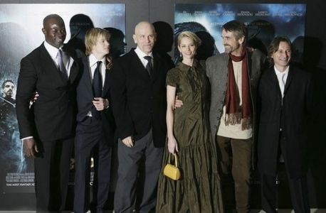 cast of এরাগন - including John Malkovich and Jeremy Irons <333333