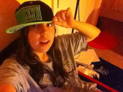 c: This is me :D in my bf's áo sơ mi xD and my gangster hat!