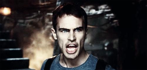Theo James as an angry vampire in Underworld:Awakening<3