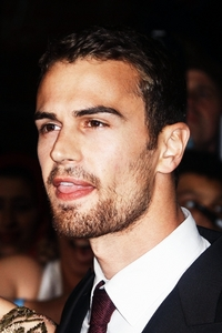 Theo looking stubbly and scrumptious<3