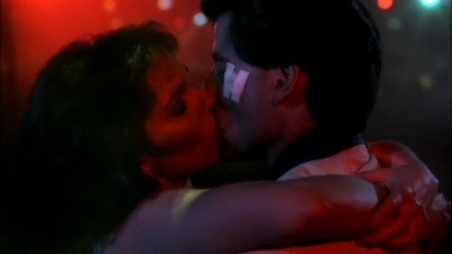John s'embrasser Karen Gorney during their dance <33333