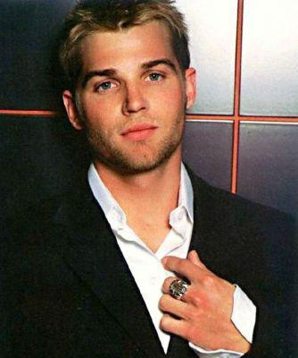 aside from my obvious usual hotties(Robert and Theo),I think Mike Vogel is a hottie<3