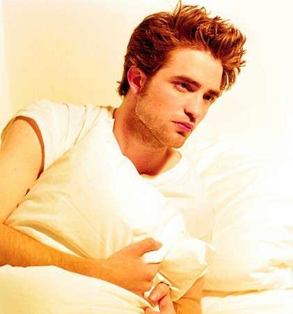 my fingers are just itching to run through Robert's gorgeous brown locks<3