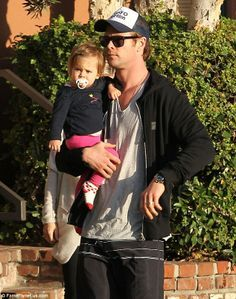 proud papa Chris Hemsworth holding his precious little girl,India Rose...awwwww<3