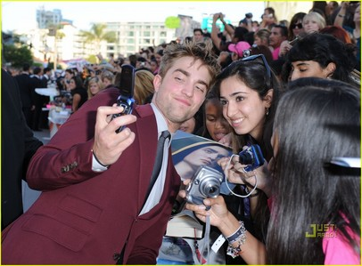 my sweetheart at the Eclipse premiere,taking a pic with a ファン on her camera phone<3