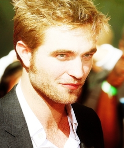 Robert and his sexy shiny hair...or is that his halo?<3