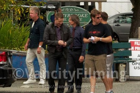 Bobby and Josh Dallas - they became good 老友记 during the filming