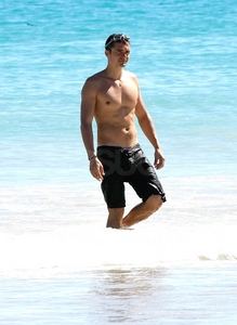 Orlando Bloom shirtless<3