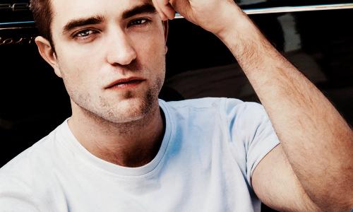 prepare yourself...here comes the Pattinson smoulder<3