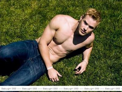 Kellan shirtless<3