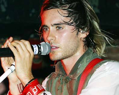 Jared singing<3