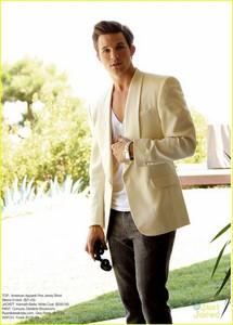 I प्यार how Matt combines dressy and casual together<3