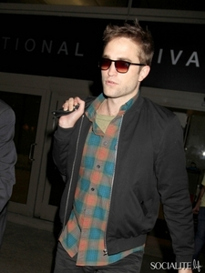 Pattinson is perfect in plaid<3