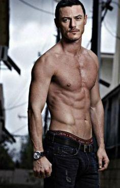 Luke's hot body<3